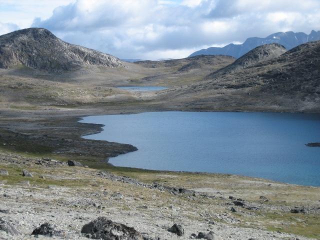 fra fjellskråningene ved Taseq  -  med geologisk/mineralogiske berømte funnsteder